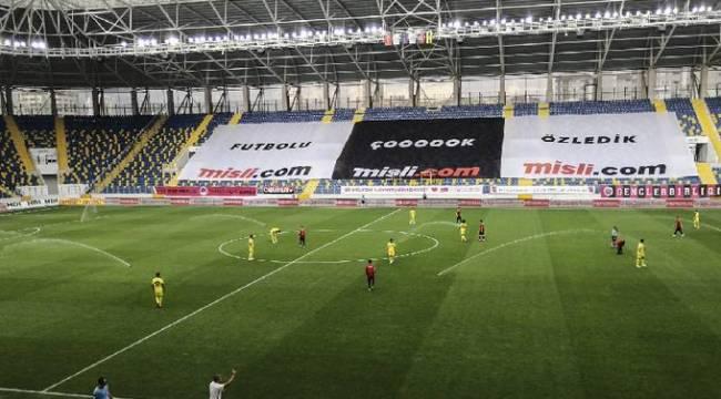 Gençlerbirliği - Fenerbahçe maçı oynanırken fıskiyeler bir anda çalıştı