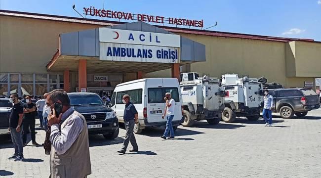 Hakkari Yüksekova'da bir araç uçuruma devrildi: 4 ölü