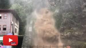 Rize'deki her şiddetli yağış sonrasında olduğu gibi o şelale yine coştu