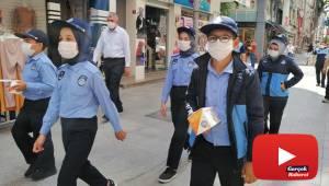 Temizliği bahane edip maske takmayan esnafa çocuk zabıtadan tepki: