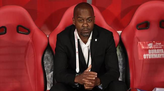 Trabzonspor yeni sezonda Eddie Newton ile devam etme kararı aldı