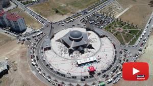 Türkiye'nin ilk Ay Yıldız camisi cuma namazıyla ibadete açıldı
