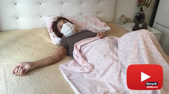 Çekicinin kaldırdığı araçtan düşen yaşlı kadın 10 aydır yatağa bağımlı bir halde yaşıyor