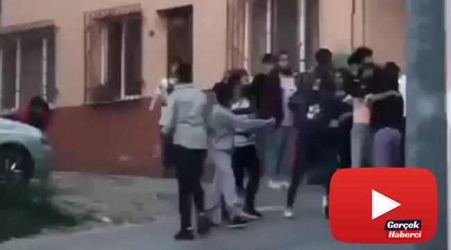 Genç kızların tekme tokat kavgası kamerada