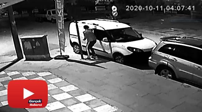 Hırsızlık şüphelisi soyduğu arabanın kapısını kapatmak için geri döndü