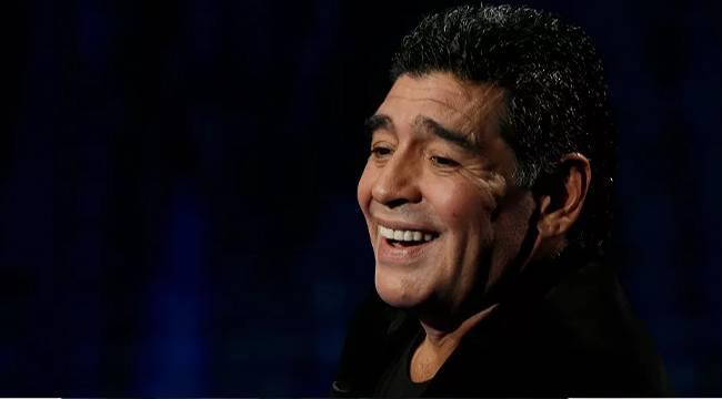 'Futbol efsanesi Maradona hayatını kaybetti'