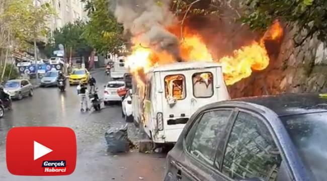 Korku dolu anlar: Minibüsler alev alev yandı