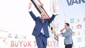 'Dut pekmezi yersek bir şey olmaz' diyen AKP'li vekil, Covid-19 şüphesiyle hastaneye kaldırıldı