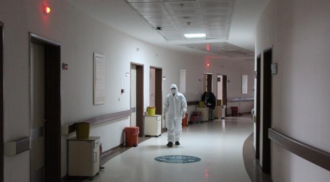 """Sağlıkçılar """"Çok yorulduk"""" dedi, tedbirlere uyma çağrısı yaptı"""
