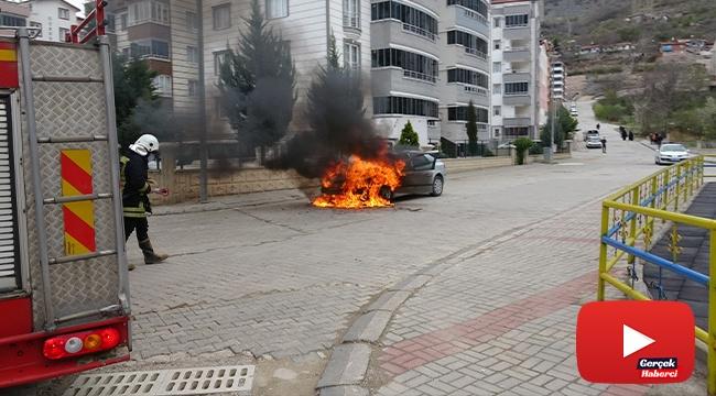 Satışını almaya gittiği otomobil alev alev yandı