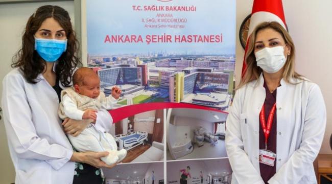 Türkiye'de bir ilk! Annesi hamileyken aşılanan bebek antikorlu doğdu