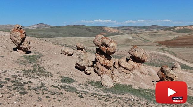 Sivas'ta ilginç kayalar görenleri şaşırtıyor