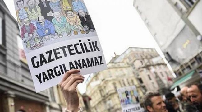 """""""Türkiye'de Gazeteci Yargılamalarının Anatomisi"""" raporu: Davaların yüzde 61'inde mahkeme heyeti en az bir kez değişti"""