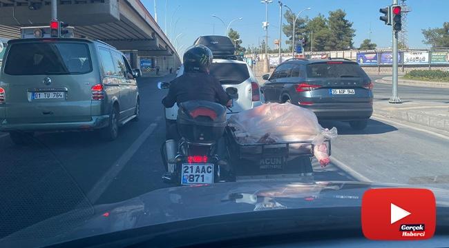 Diyarbakır'da sağlıksız et taşıma görenleri şaşırttı