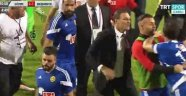 Eskişehirspor Teknik Direktörü Alpay Özalan, Takımını Sahadan Çekti
