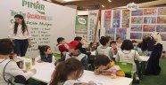 Pınar, İzmir Fuarı'nda Çocuklarla Bluşuyor